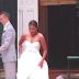 Novia abandona el altar durante la ceremonia — pero mira atentamente sus manos