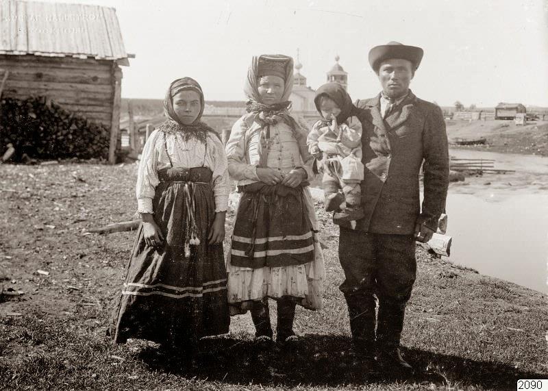 https://3.bp.blogspot.com/-0b050YOF7vU/U3oanEMYsnI/AAAAAAAAni8/B6z1xlXgdfg/s1600/Russian+Village+Life,+ca.+1910+(26).jpg