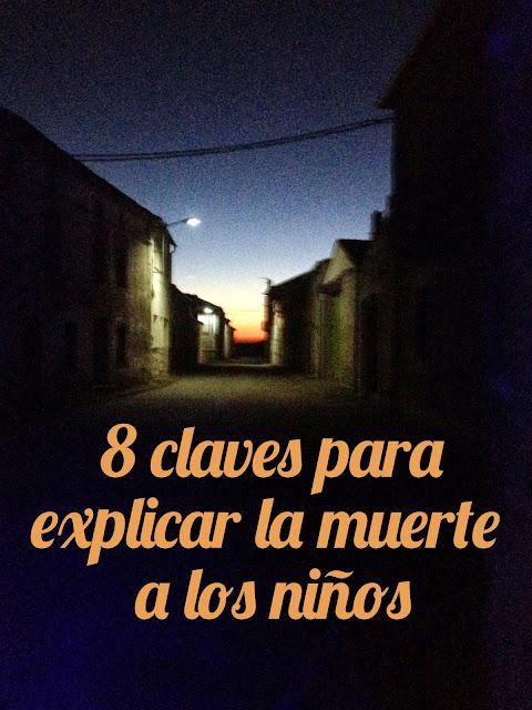 """Imagen de una calle de un pueblo al anochecer con la frase """"8 claves para explicar la muerte a los niños"""""""