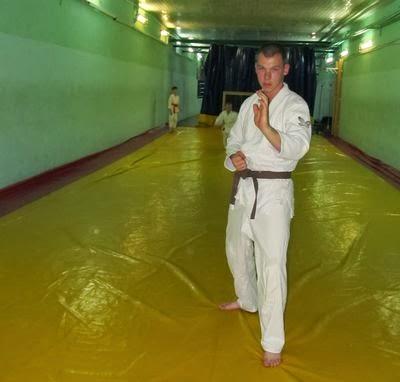 В зале школы боевого искусства