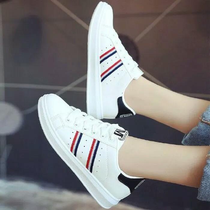 Sepatu Sneakers Wanita  TERPOPULER b3338ba12a