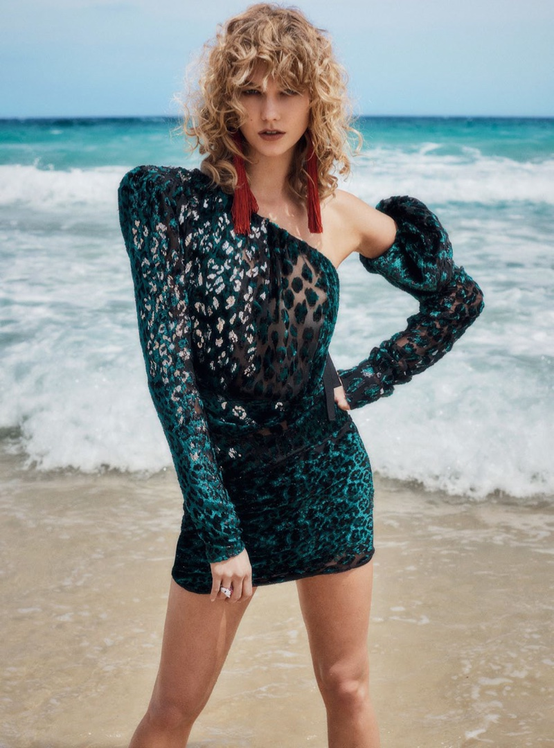 Karlie Kloss Stars in Vogue Australia April 2017 Cover Story
