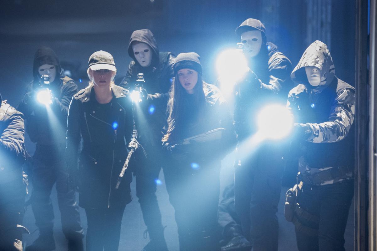 Felicity y Alena en una escena del capitulo 5x19 de Arrow