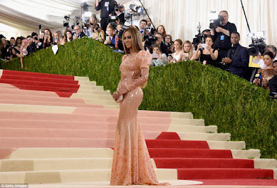 Beyonce made an appearance at the met gala 2016 looking absolutely stunning in her gown
