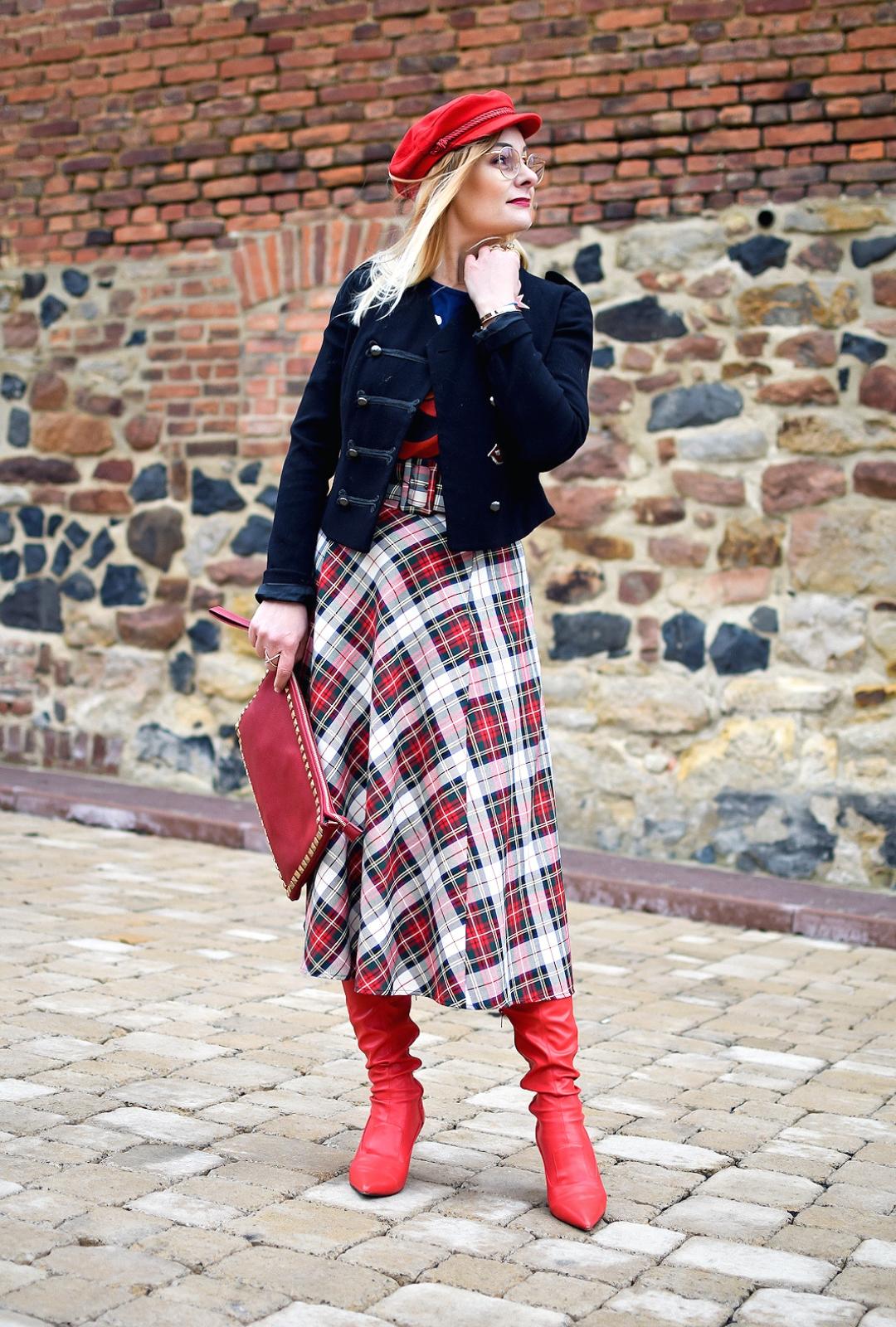 Rote Accessoires / Karo Rock / Modeblog für Frauen ab 30 und ab 40