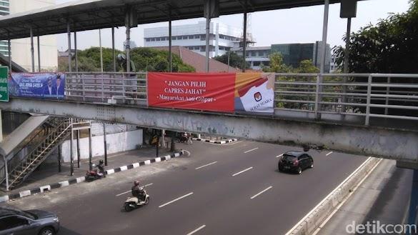 Spanduk 'Jangan Pilih Capres Jahat' Disebar di Jakarta