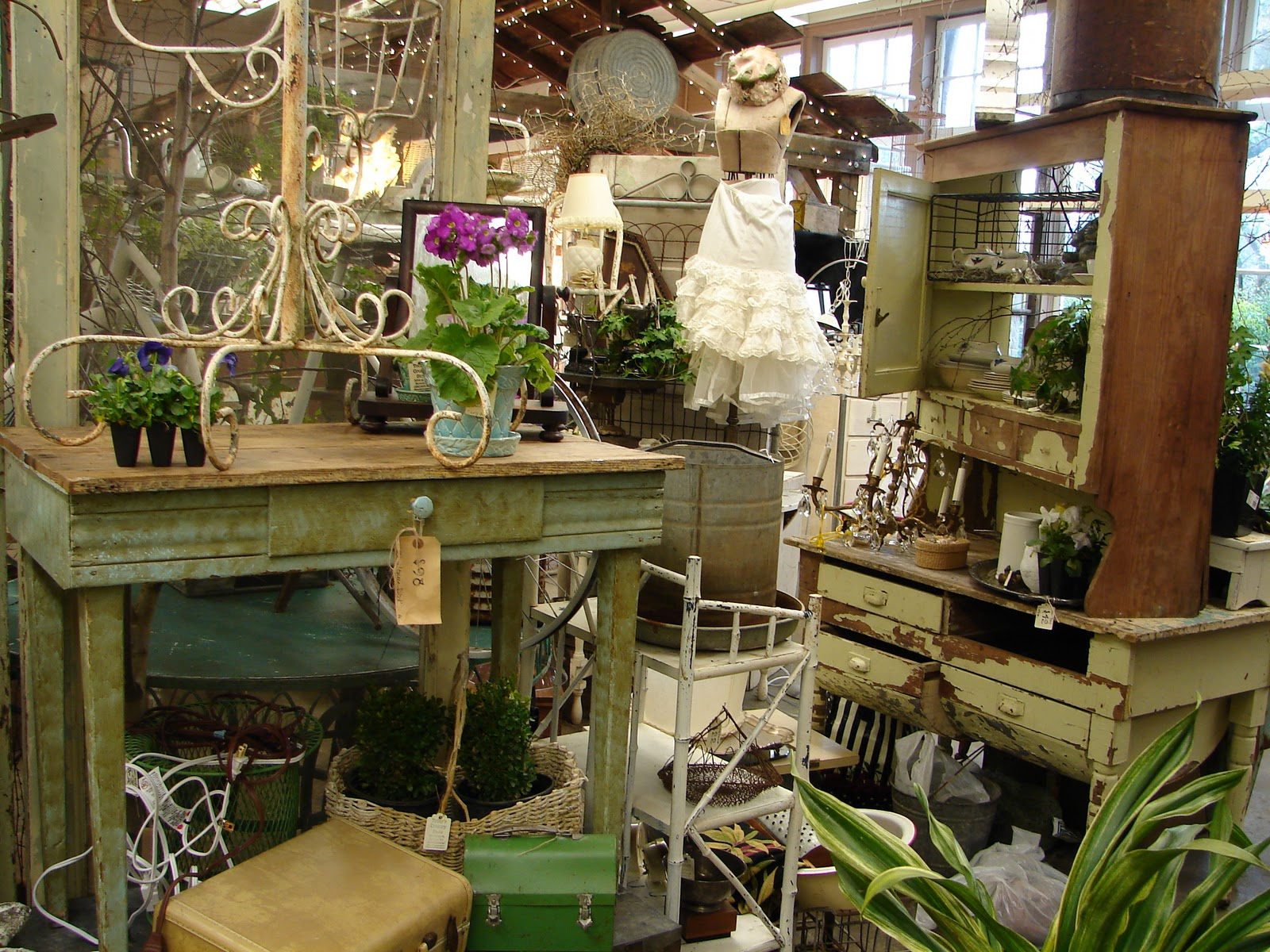 Monticello Antique Marketplace: Garden Show Sneeky Peeks!!