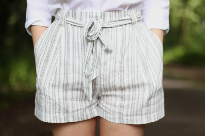 White stripey striped shorts how to style blouse heels