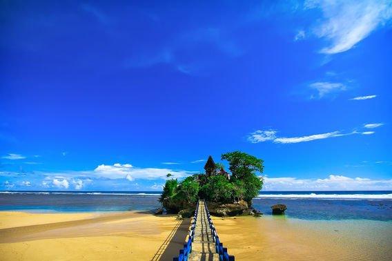 25 Pantai Yang Indah di Pulau Jawa - Pantai Balekambang, Malang, Jawa Timur