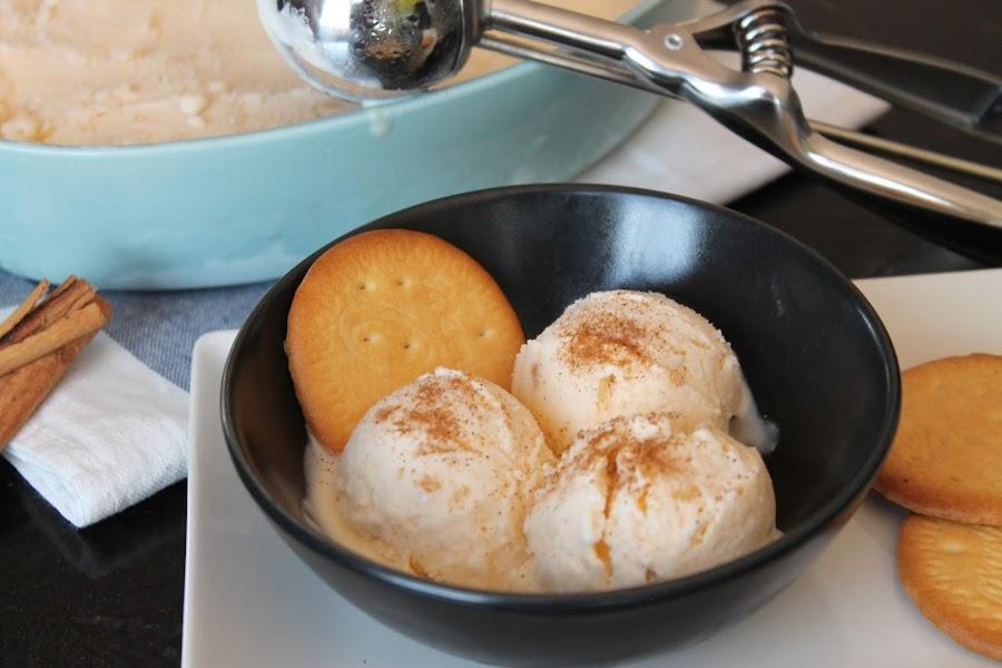 Helado de natillas sin lactosa con galletas maría