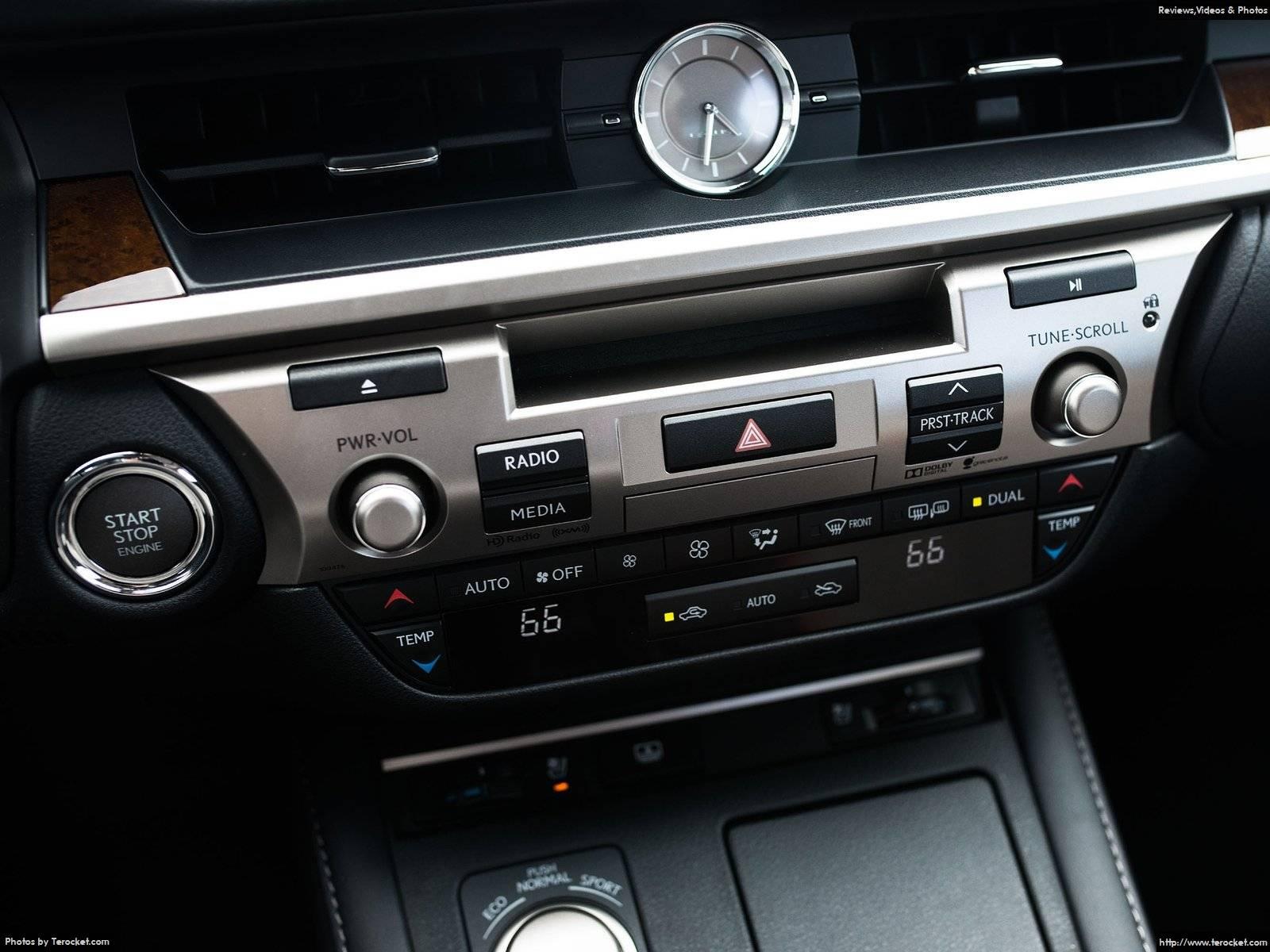 Hệ thống giải trí đỉnh cao của xe, nút start top thông minh cũng được trang bị