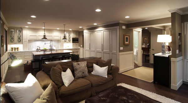 Sala moderna blanca con toques chocolate ideas para for Decoracion de casas modernas y elegantes