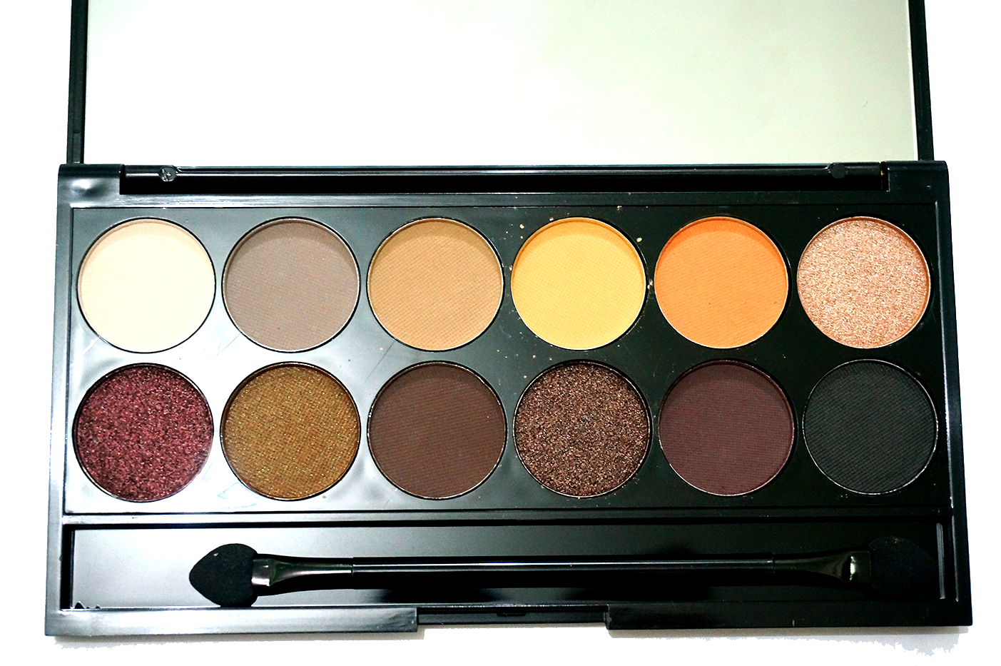 Sleek I Divine Au Naturale Palette Swatch And Review Stella Wardah Make Up Kit Special Edition Closer Look Of The Color It Didnt This Vibrant In Real Life Colors Are A Little More Desaturated Than Photographs Obviously Due To Lighting