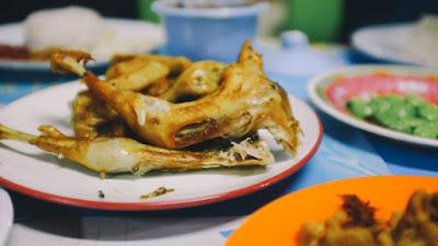Alamat Resto dan Harga Menu Ayam Goreng Berkah Rahmat