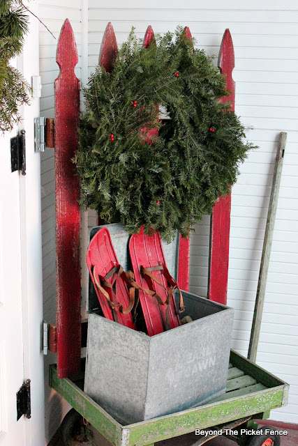 old schoolhouse, Christmas decor, rustic decor, farmhouse, picket fence, old snow shoes, old wagon, milk box, https://goo.gl/xpejCP