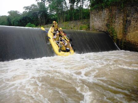 Paket Rafting Cisadane Bogor Murah