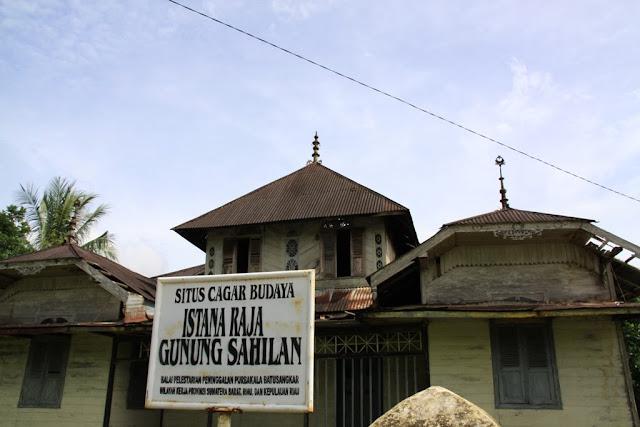 yaitu salah satu kawasan wisata yang terletak di Desa Tanjung Belit Kecamtan Kampar Kiri Air Terjun Batu Dinding, Berjuta Keindahan Kampar