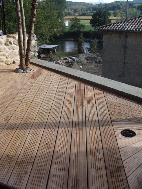 p le environnement solutions bois et toit v g tal pour l 39 habitat une petite terrasse en bois. Black Bedroom Furniture Sets. Home Design Ideas