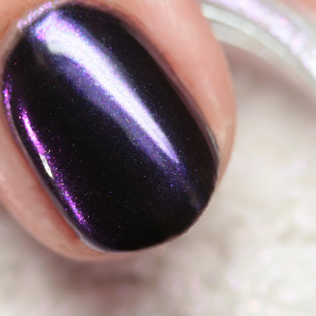Girly Bits SFX Duo-Chrome Powder Majestic over black gel