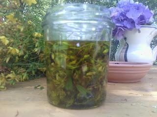 erbe, iperico, olio, rosso.oleolito, scottature, tutorial