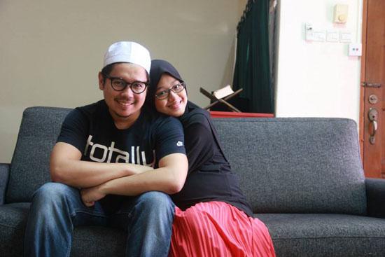 Blogger Farah Lee Lahirkan Anak Perempuan