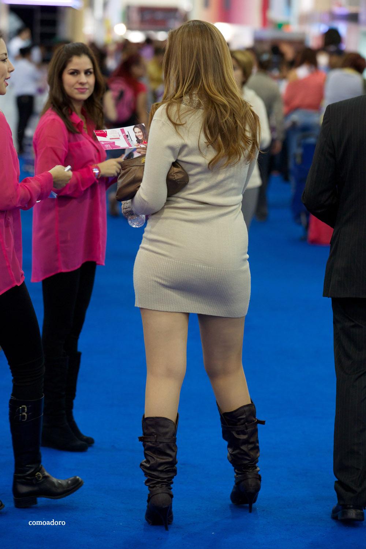 Hermosa mujer con mini falda ajustada | Mujeres bellas en