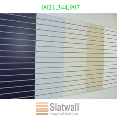 Tấm gỗ slatwall panels cài rãnh nhôm T trưng bày cho showroom, cửa hiệu - 221325