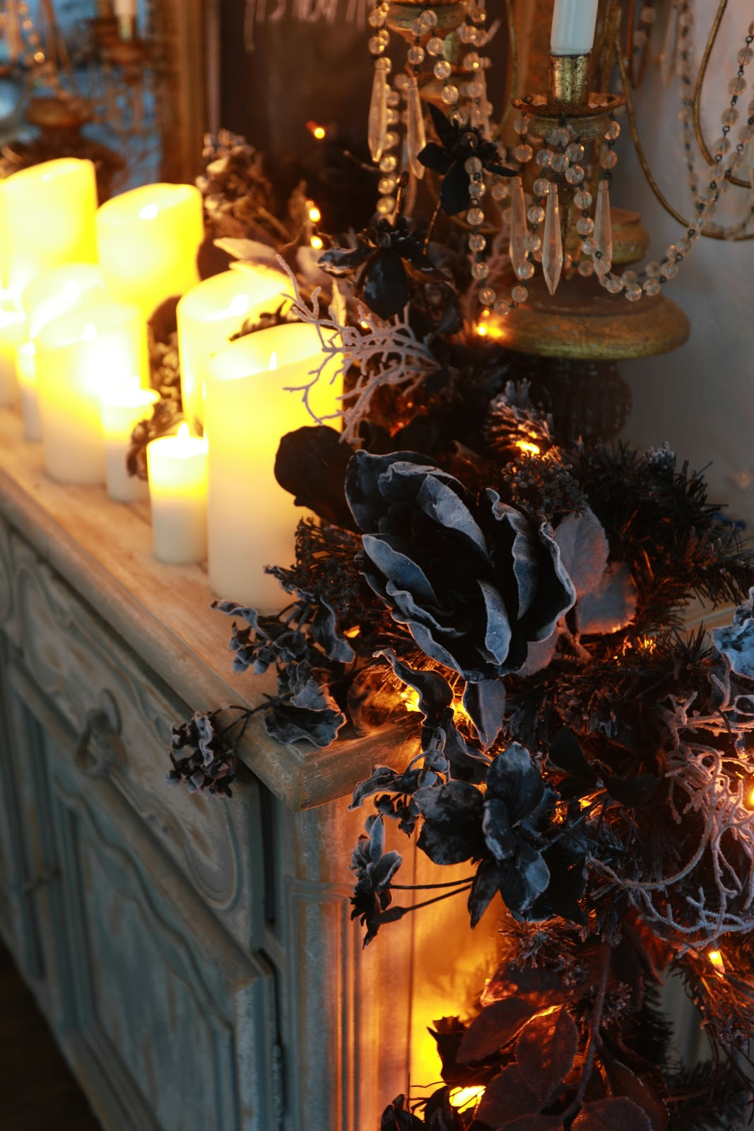 Elegant halloween decor with balsam hill french country for Halloween girlande
