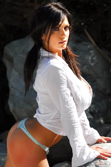 hot-sexy-Denise-Milani-Bear-Creek-picture-11