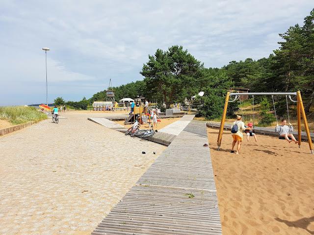 barnvänlig strand nära Riga
