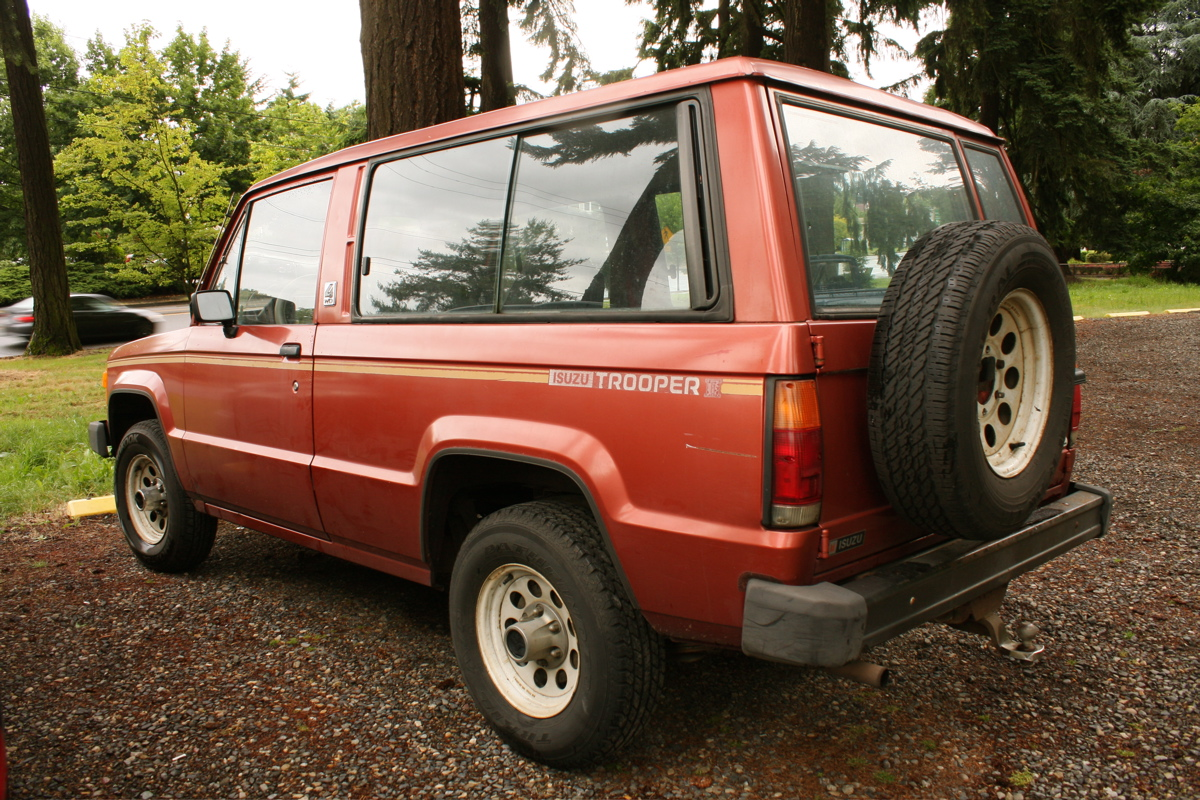 old parked cars.: 1986 isuzu trooper ii.