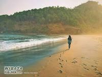 Syahdunya Sunset di Pantai Karangbolong Kebumen