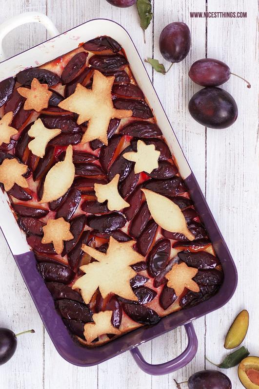 Herbstliches Rezept für Pflaumen Kuchen Cheesecake Pie mit Blättern