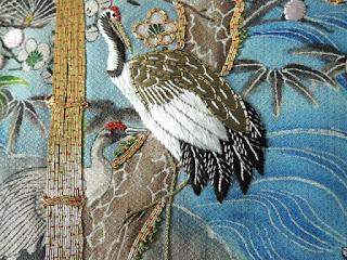 アンティークの着物の鶴の刺繍