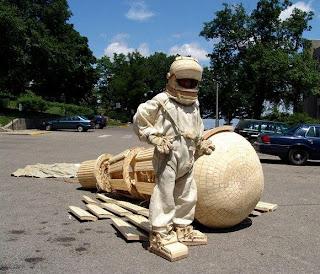 astronauta de madera