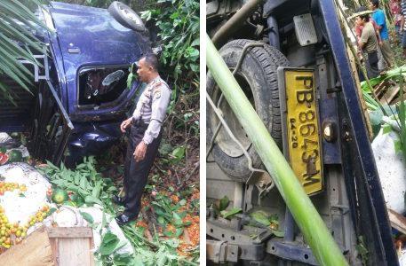 Rem Blong, Mobil Pick Up Memuat Sayur dan Bumbu Jatuh di Air Terjun Warmare