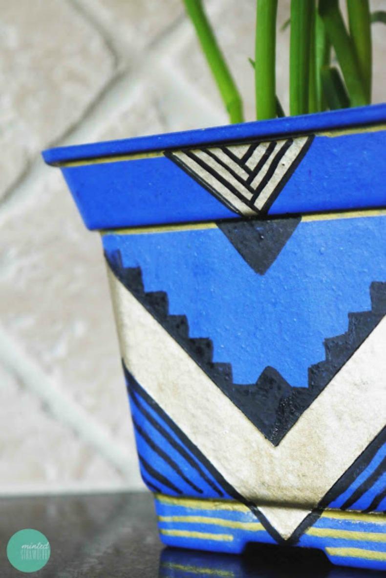 Coastal azteck painted planter DIY