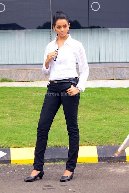 Mallu actress bhavana latest pics