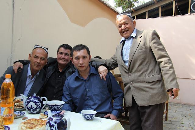 Ouzbékistan, Ferghana, rue Parta Zavod, chaïkhana Grand, © L. Gigout, 2012