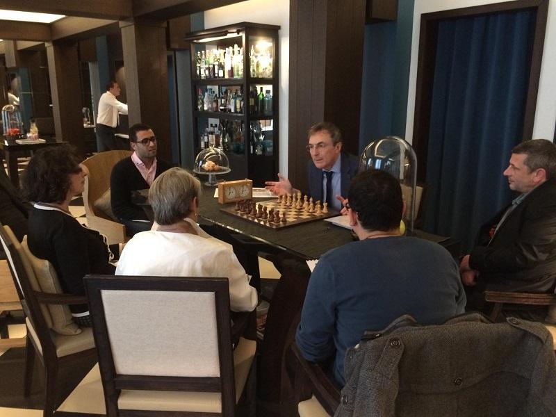Notre stage d'initiation aux échecs du dimanche 6 décembre dans le somptueux lobby du Chess Hotel à Paris - Photo © Chess & Strategy