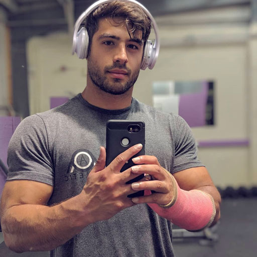 UK fitness guy Dan Tai (above) worked out with a broken wrist this weekend. #slacker #woof #ThatFace - plus some other news stories