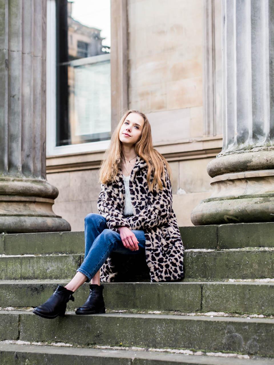 Streetstyle outfit with faux fur leopard coat - Asu tekokarvaisen leoparditakin kanssa