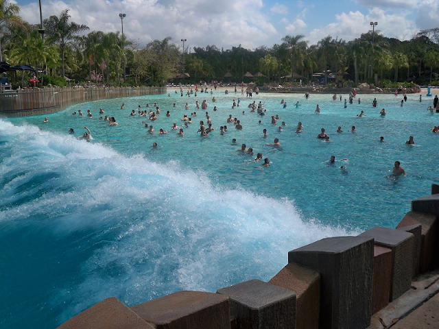Surf Pool no Typhoon Lagoon