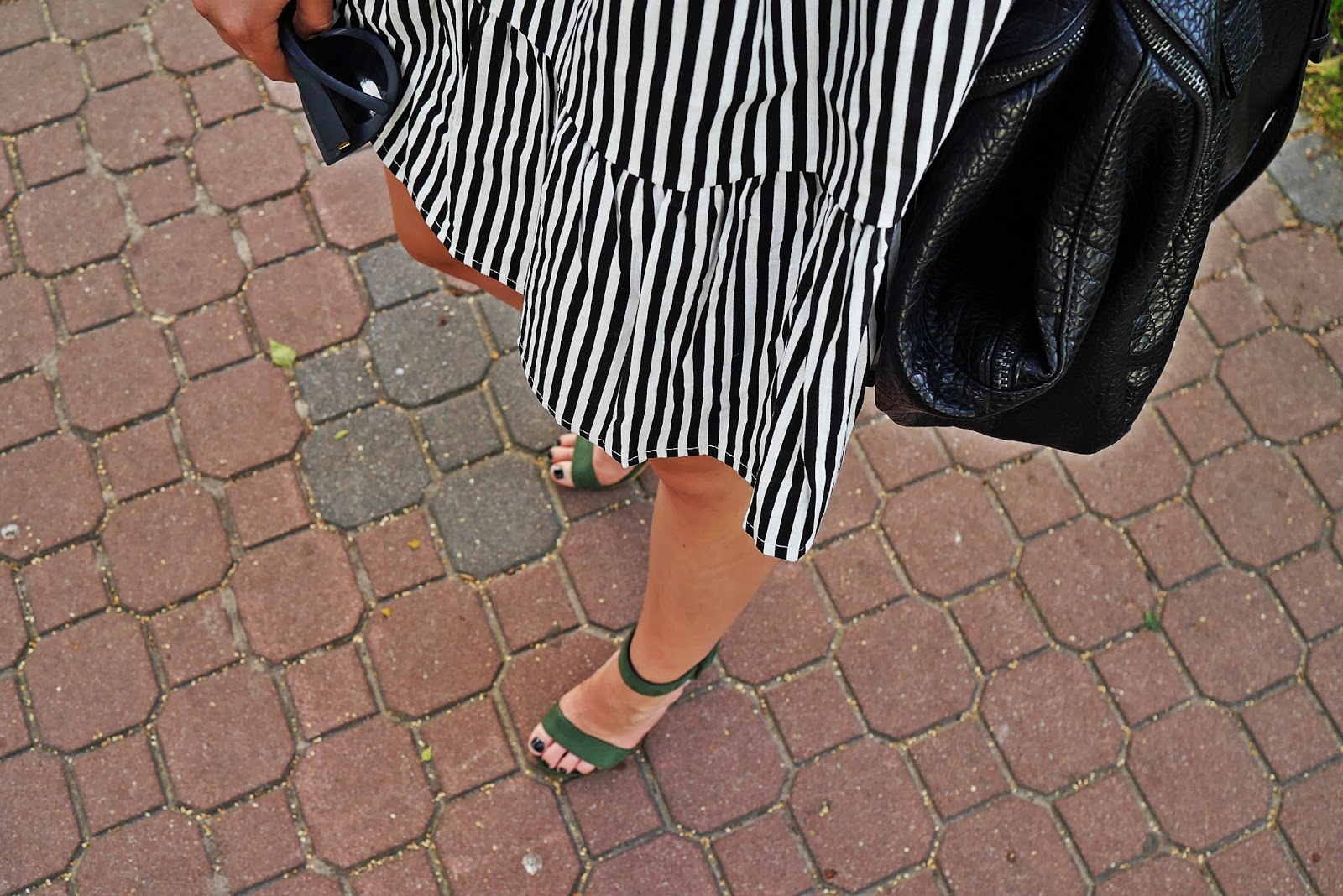 stripes_dress_green_heels_ootd_look_karyn_blog_010817e
