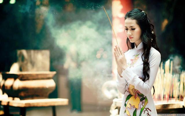 Hành hương viếng 7 kiểng chùa Huế ngày Tết