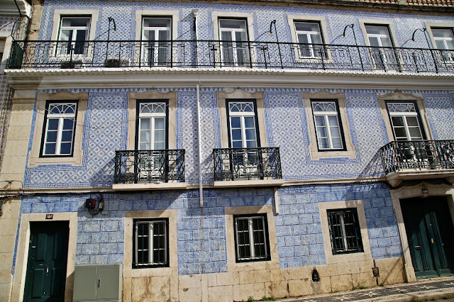 tiled buildings, Lisbon, Portugal:  Pic: Keratin Rodgers/msmarmitelover