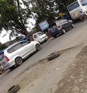 "Jalan Arus Mudik Karawang Masih ""Hancur"""