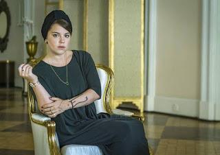 Alice Wegmann é Dalila em 'Òrfãos da Terra'; visual da personagem foi inspirado em blogueira muçulmanda — Foto: Paulo Belote