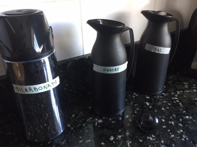 Como tirar o cheiro da garrafa de café - Testei várias técnicas e descobri a forma mais eficiente!