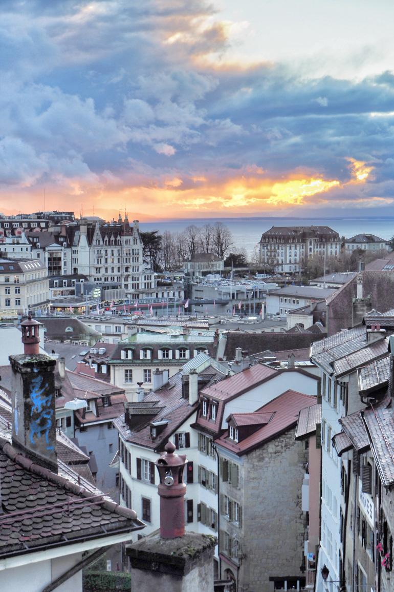 Coucher de soleil sur la ville de Lausanne en Suisse